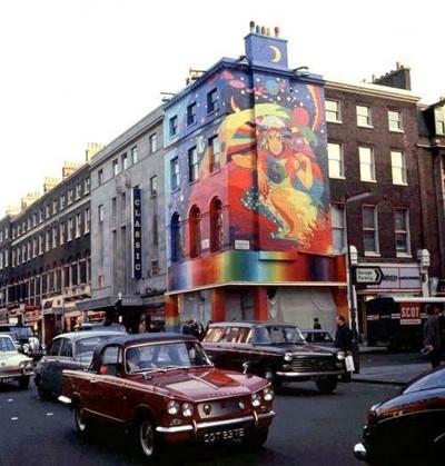 baker+street+as+Beatles+Apple+store
