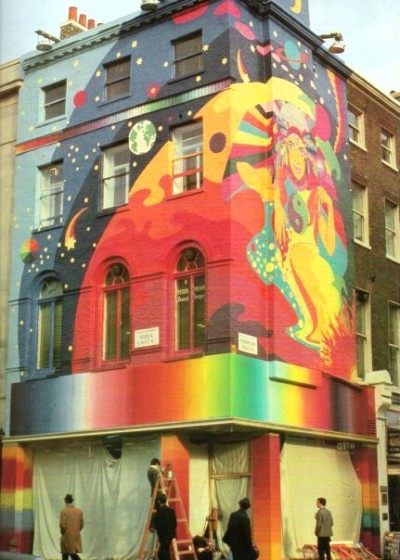 02_Painting the Beatle's Apple Boutique during 1968