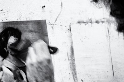 Nacho_Martin pianting at his studio_by_Juan_Barte_DSC_3478