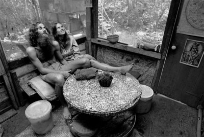 0_Taylor_camp_hawaii_hippy_tnudist hetero couple in their hut