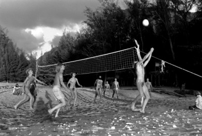 1_Taylor_camp_hawaii_hippy_naturist playing boley-ball on the beach