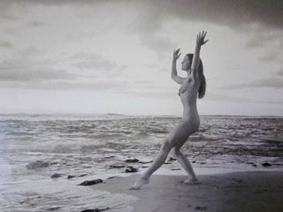 7_Taylor_camp_hawaii_hippy_nude woman dancing on the beach