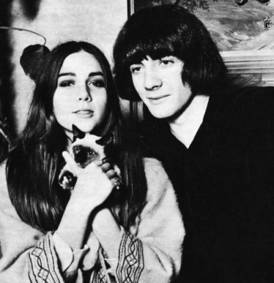 de rola and romina power with a cat