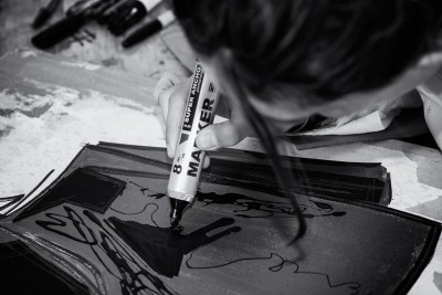 silvi_orion at work with a marker