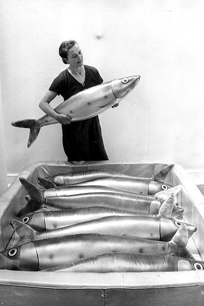 Claude lananne places a giant sardine into the tin, as she and her husband Francois-Xavier Lalanne prepare their sculpture exhibits for an exhibition at the Whitechapel Art Gallery, in East London. (Photo by Chris Ware/Getty Images)