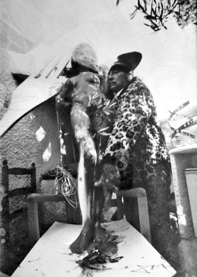 dali-perfeormance-manteau-de-leopard