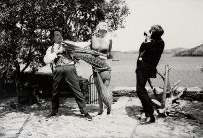 salvador-dali-dadadali-Lotte Tarp-Werner-Bokelberg-pulling-model-dress