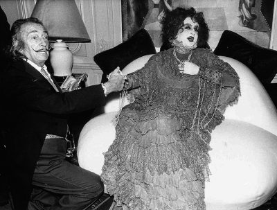 dali_and_pierre_spivakoff_on_mae_west_sofa