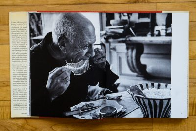 pablo picasso eating fish with his hands